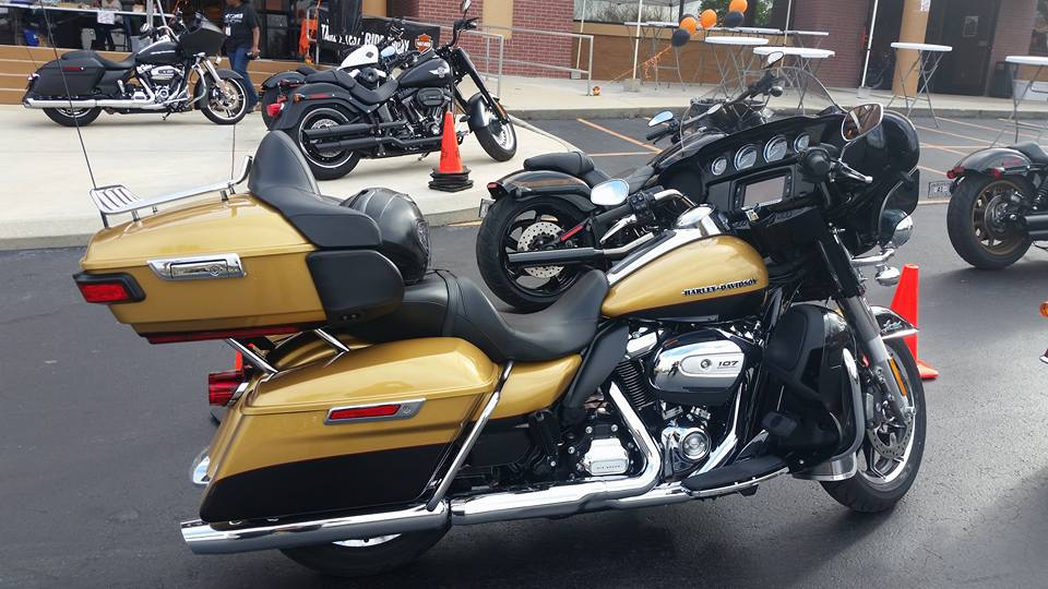 Harley Davidson Road Glide Ultra Vs Indian Roadmaster